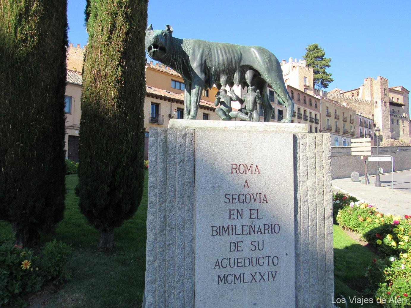 Estatua de Romulo y Remo en Segovia
