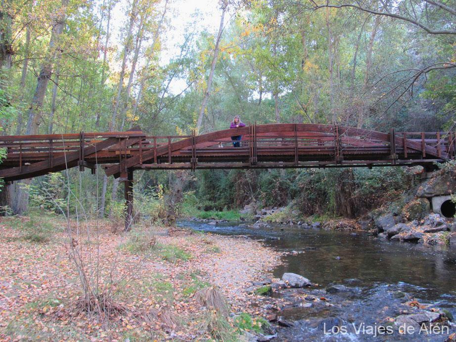 puente de madera sobre el río Eresma