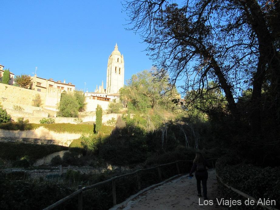 """Apareció ante nosotros de nuevo la torre de la catedral de Segovia: """"La dama de las Catedrales"""""""