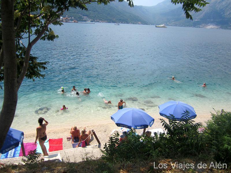 Baños en el fiordo de Kotor