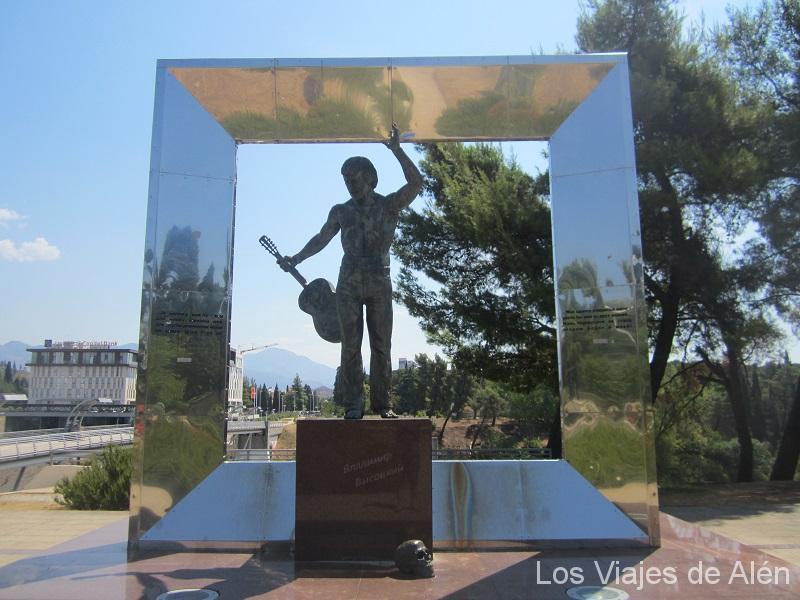 escultura a un cantante en Podgorica