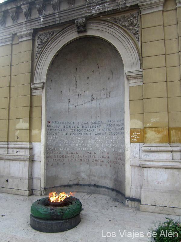 Monumento a la república Federal Socialista de Yugoslavia en la ciudad de Sarajevo