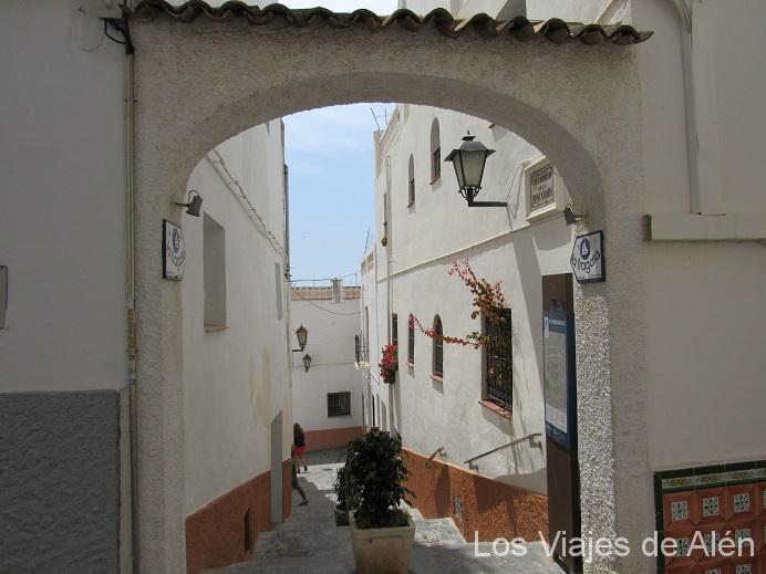 Arco Y Calle Blanca Del Casco Antiguo De Calpe