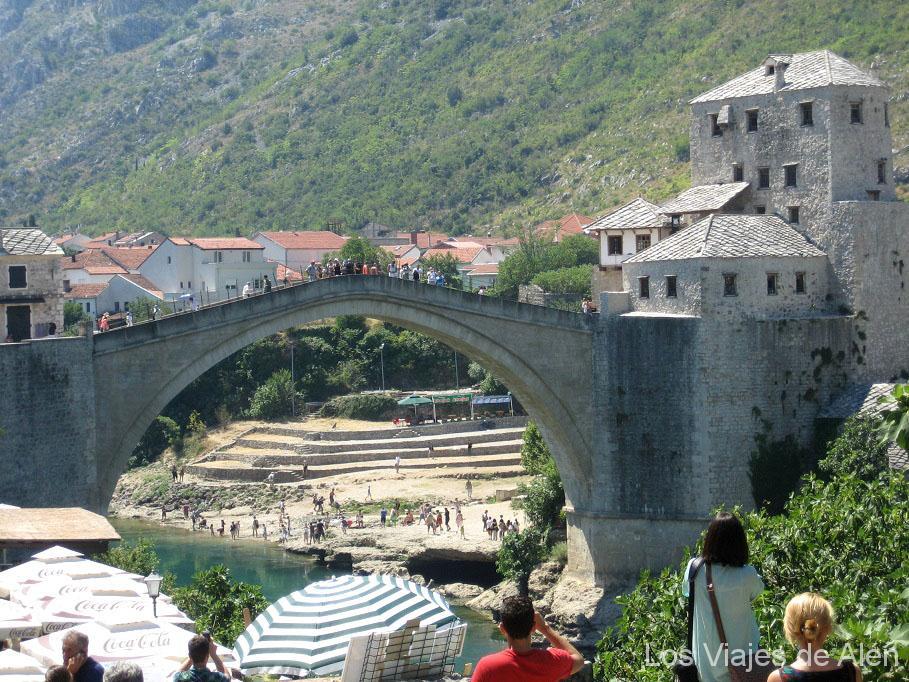 Qué ver en Mostar: vista del puente de Mostar
