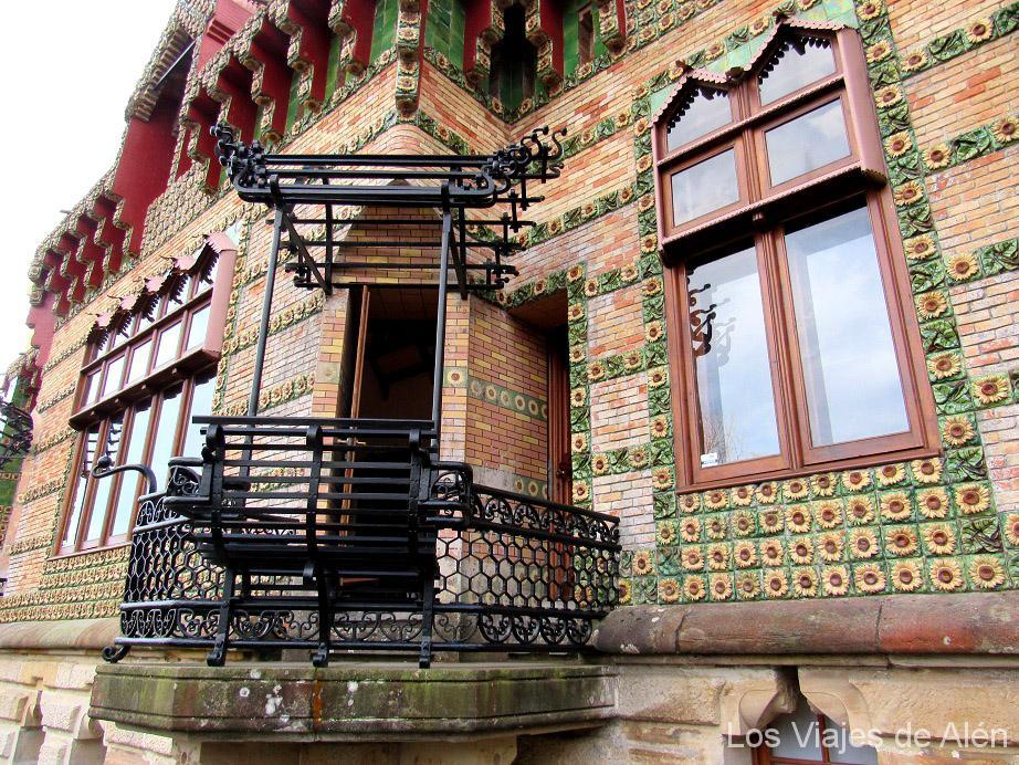 Capricho de Gaudí: bancos invertidos