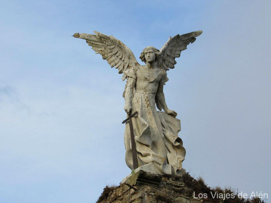 Estatua del Angel extermidador, cemeterio de Comillas