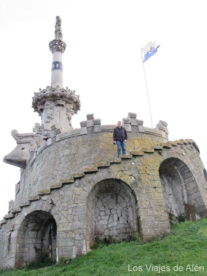 subiendo al monumento al marqués de Comillas,