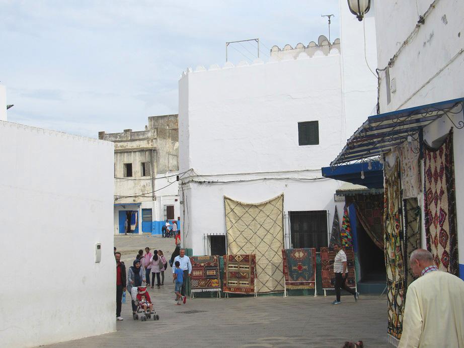 Una Plaza De La Medina De Asilah