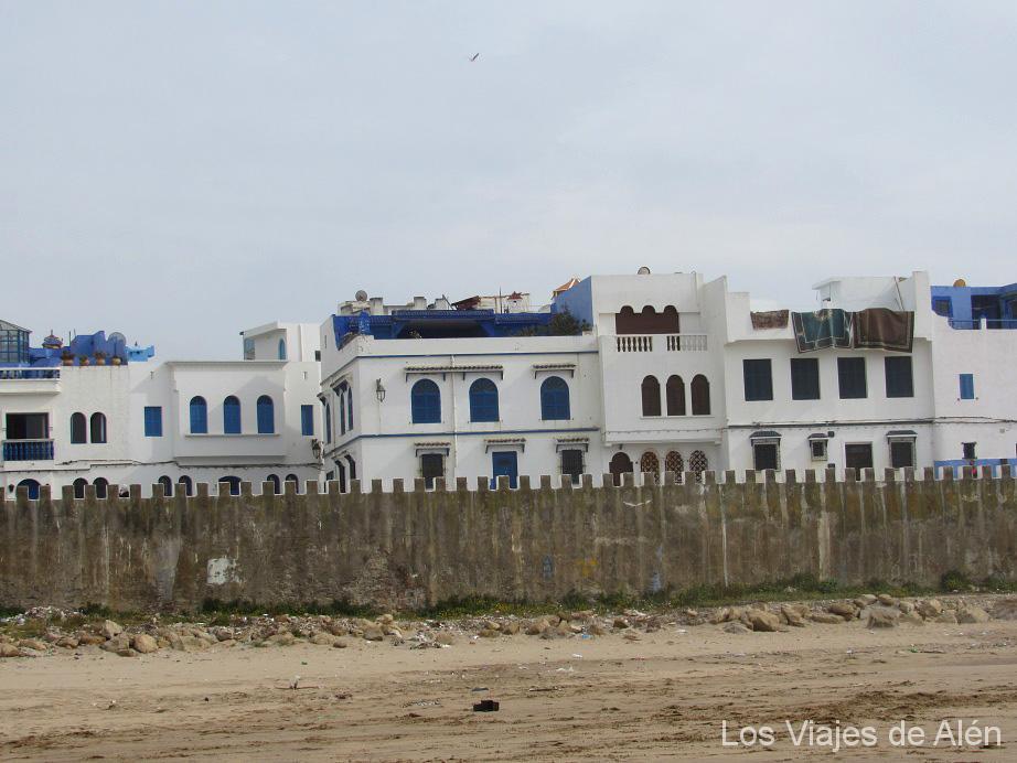 Fachadas De Las Casas Y Murallas De Asilah Orientadas A La Playa