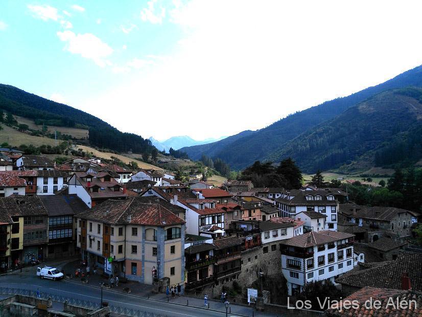Preciosa población de Potes (capital de comarca de Liébana) a pocos km del Monasterio de Santo Toribio