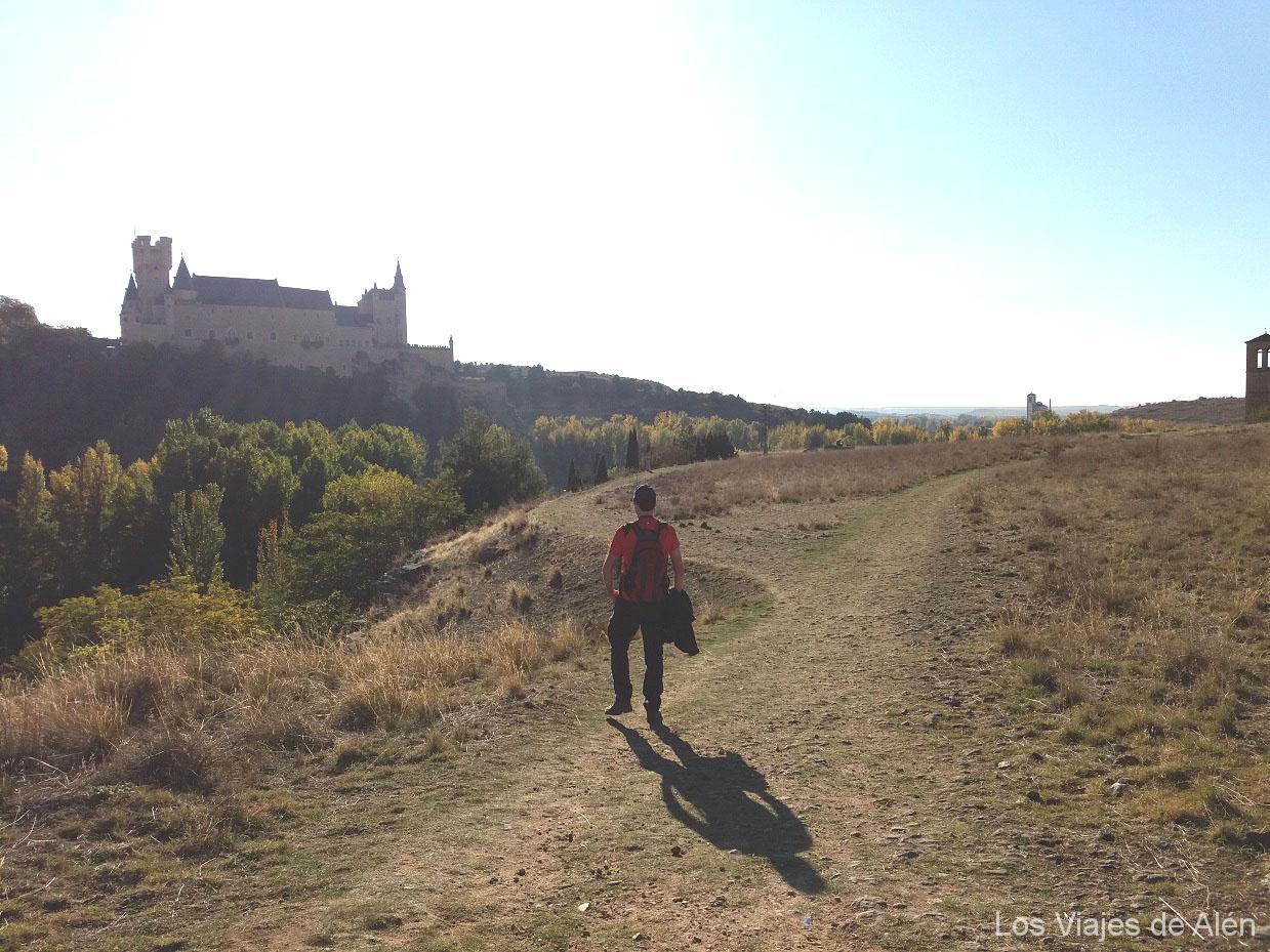 Camino solitario, con la mejor vista de Segovia