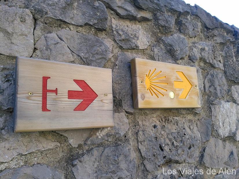 Carteles indicando el camino