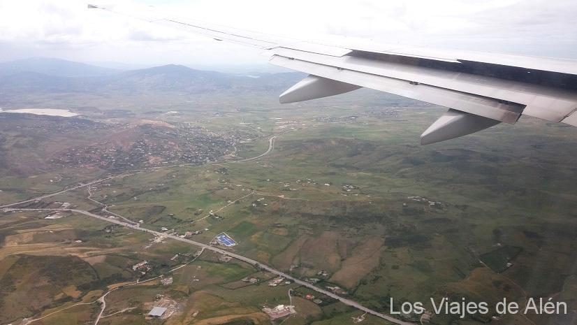 Aterrizando en el Norte de Marruecos. El paisaje es verde.