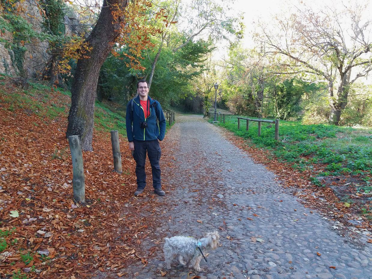 Camino solitario y evocador de bajada hacia el río Eresma