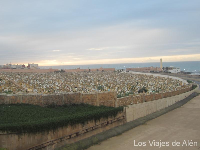 Cementerio en Rabat, junto al mar
