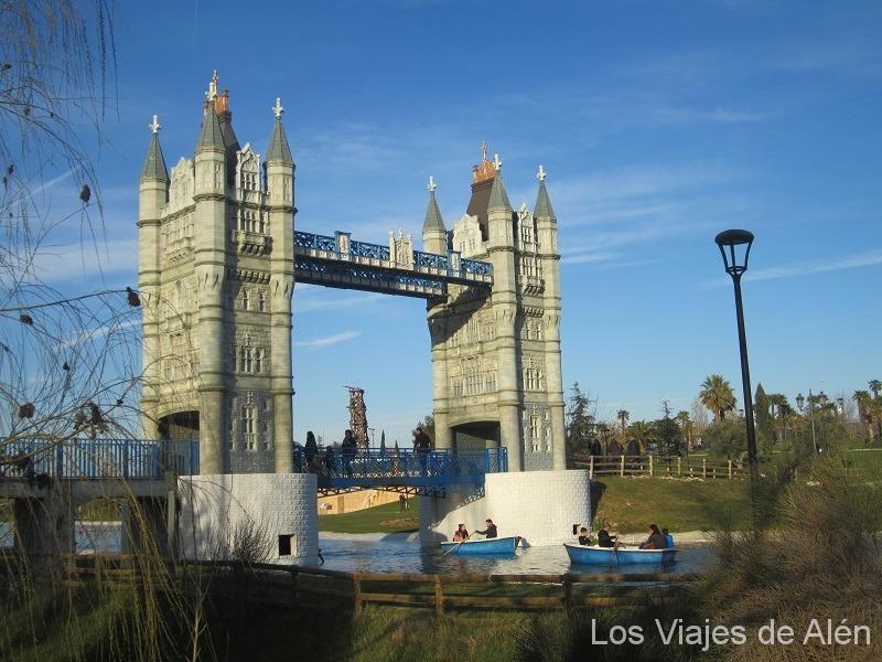 Parque Europa, Puente De La Torre De Londres