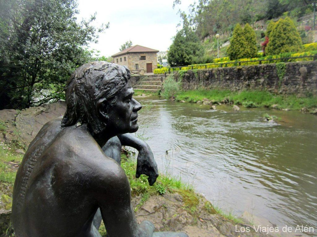 escultura del hombre-pez