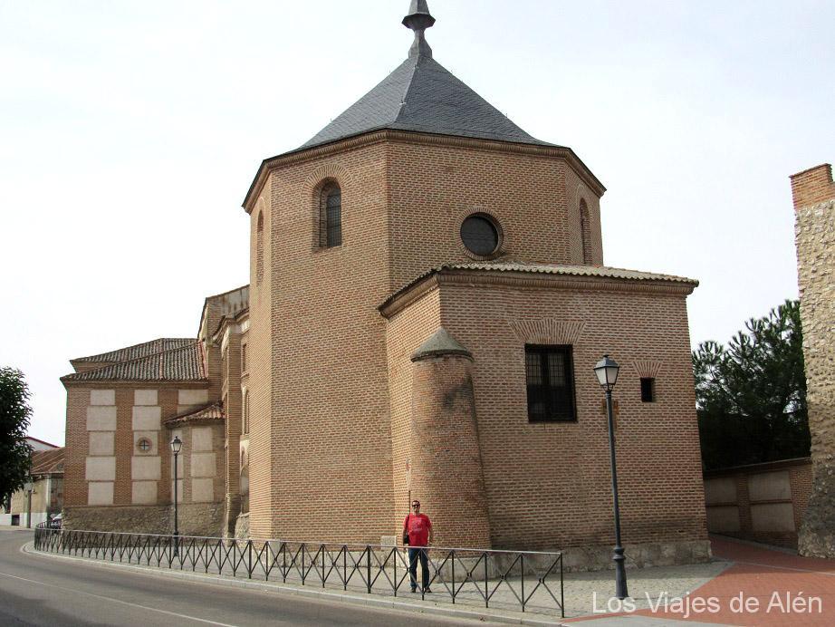 Parte Trasera De La Iglesia De San Miguel De Olmedo