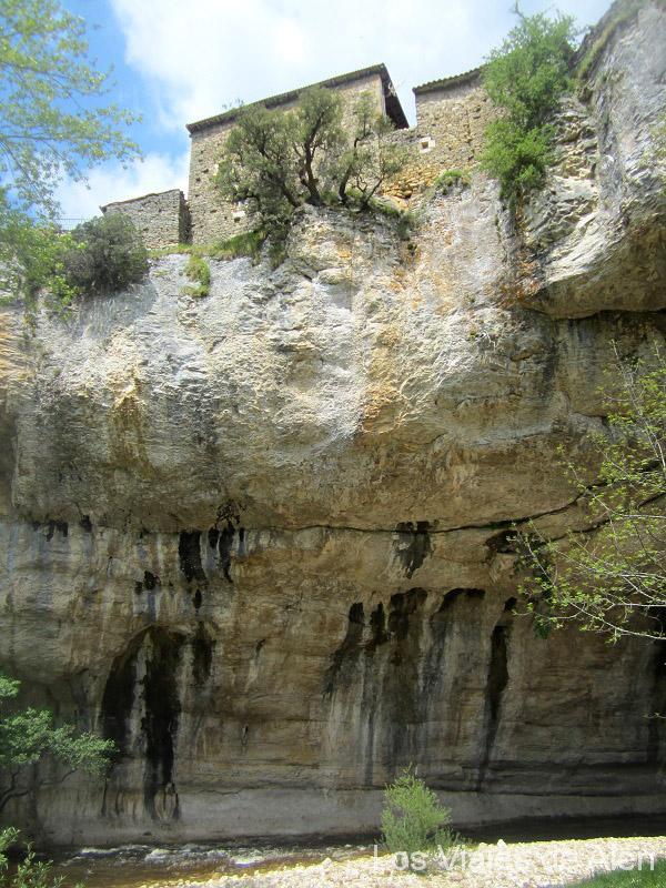Puentedey, casas sobre la roca