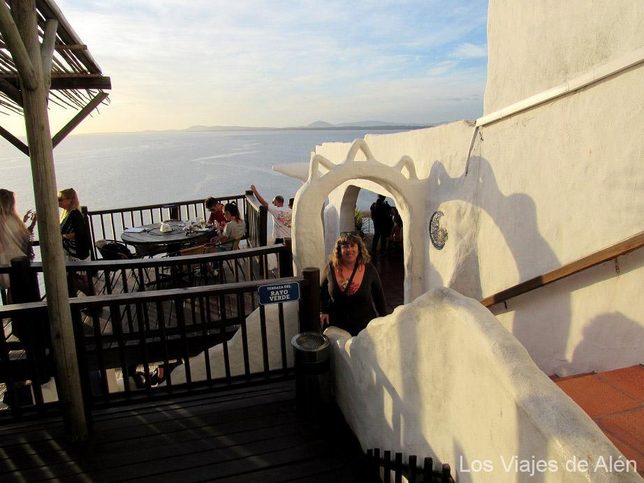 Casapueblo tiene varias terrazas comunicadas por escaleras y arcos.