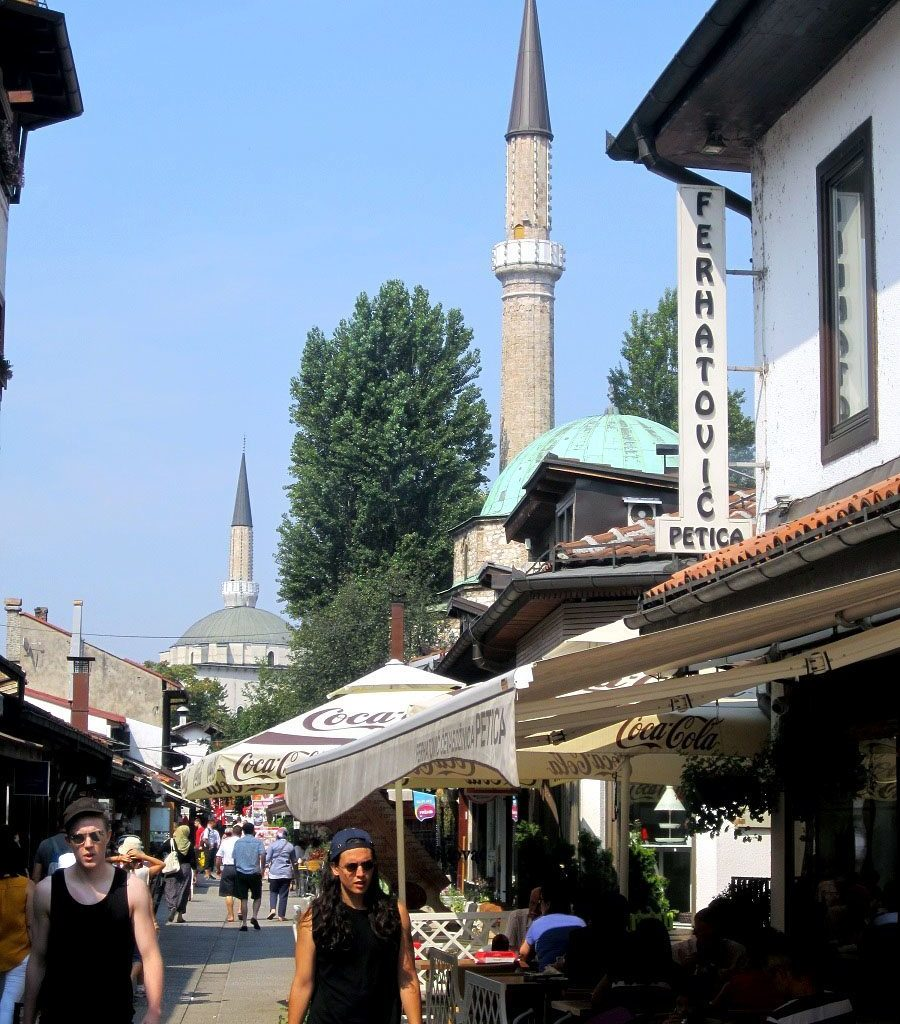 Minaretes Cilíndricos De Las Mezquitas De Sarajevo