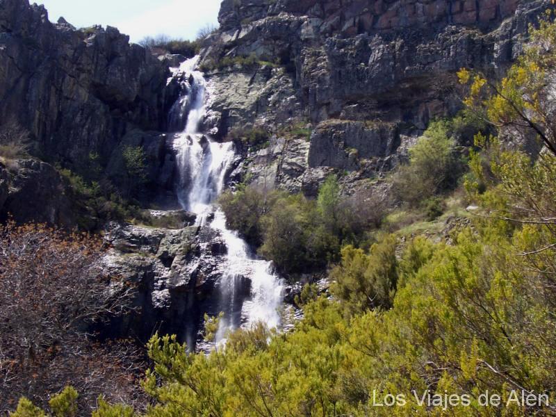 Cascada De Despeñalagua. Se Puede Llegar A Ellas Dando Un Cómodo Paseo Desde Valverde De Los Arroyos.