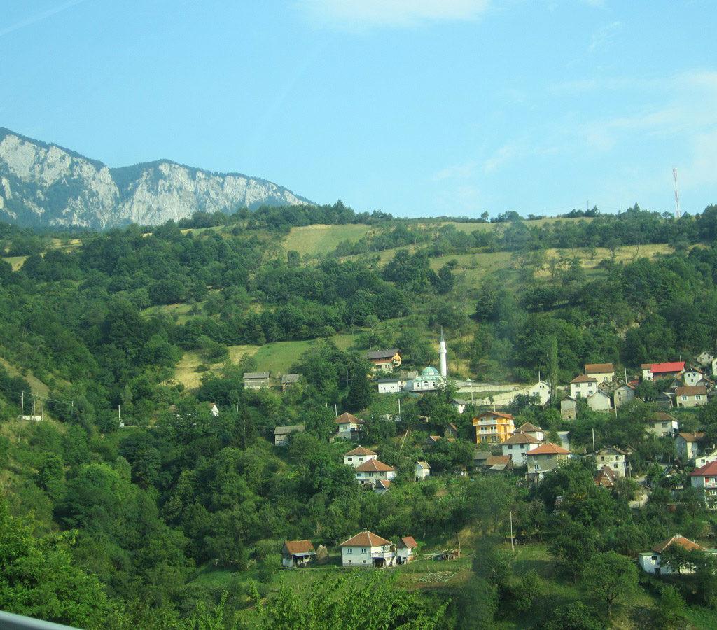 Pueblecito Bosnio, Con Su Mezquita