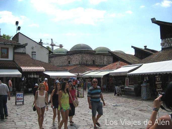 Plaza Del Barrio Turco, Siempre Lleno De Turistas