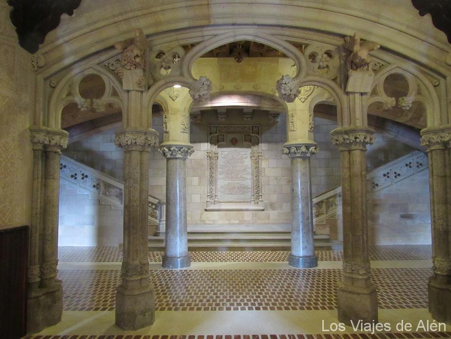 Arcos Del Vestíbulo Principal De La Universidad De Comillas