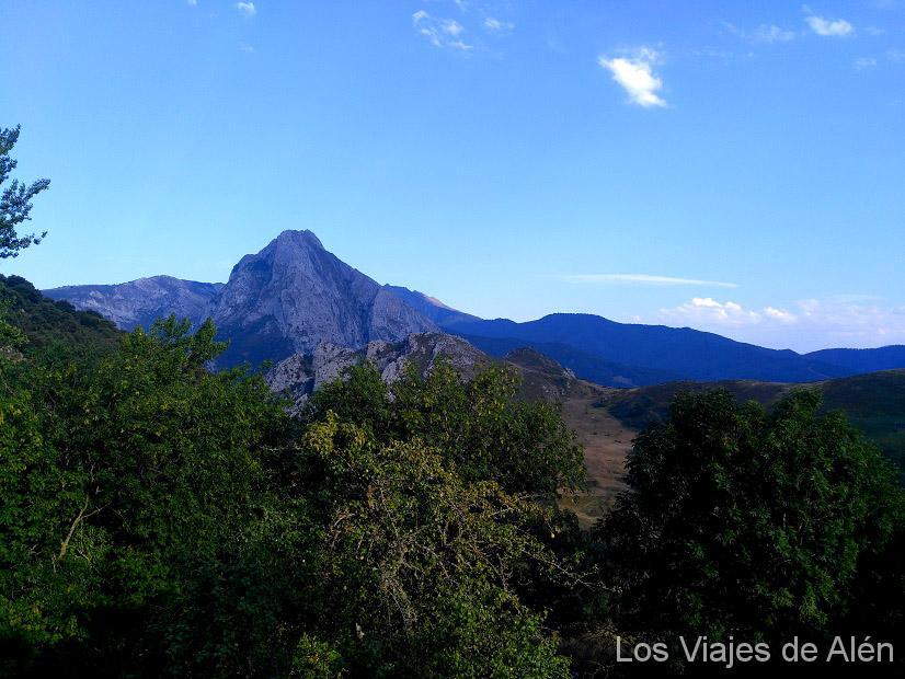 Vista desde el Albergue de Cabañes- Camino Lebaniego